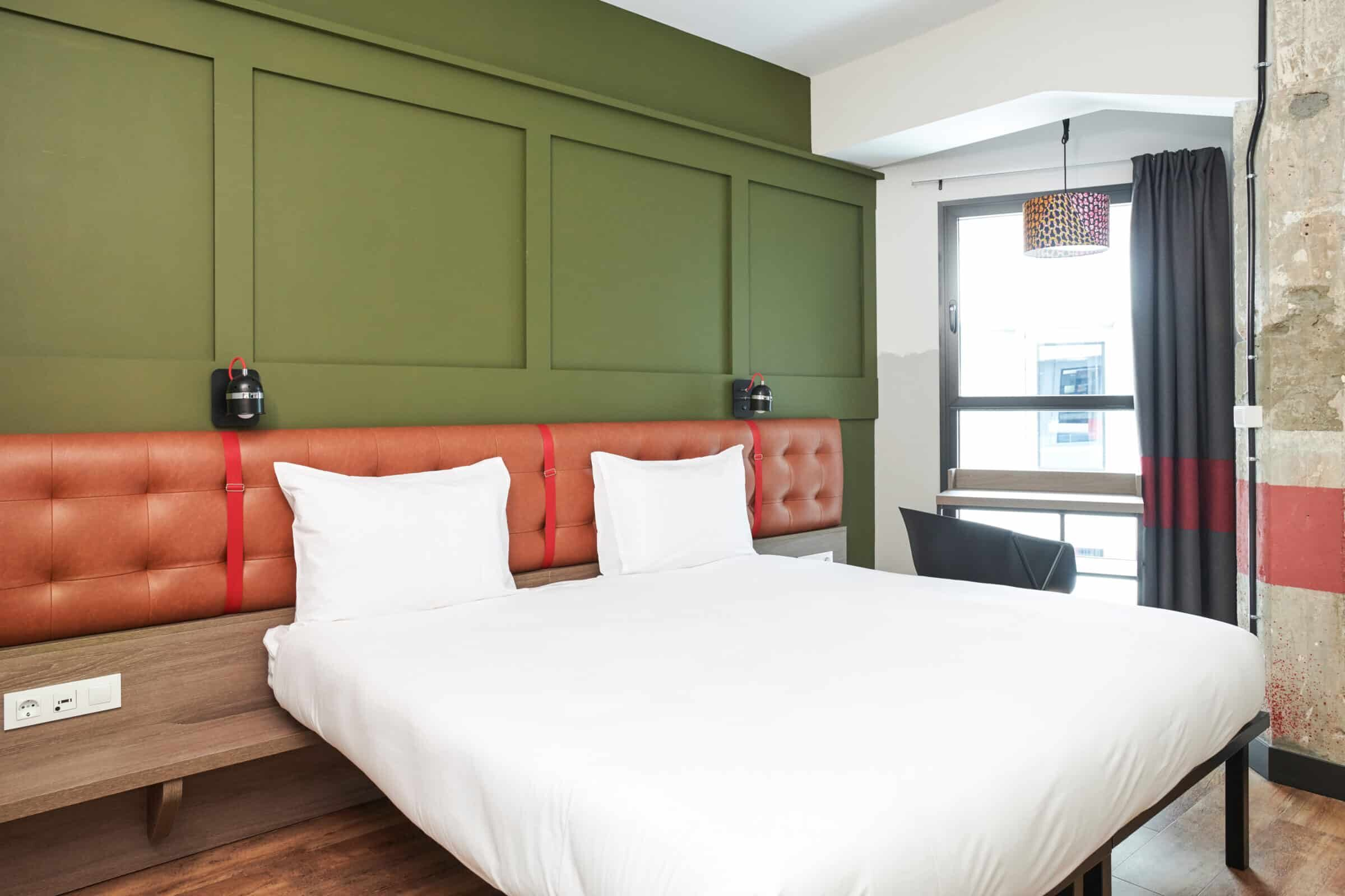 Save money at Madrid's hottest Hostels, Hotels & Touristic